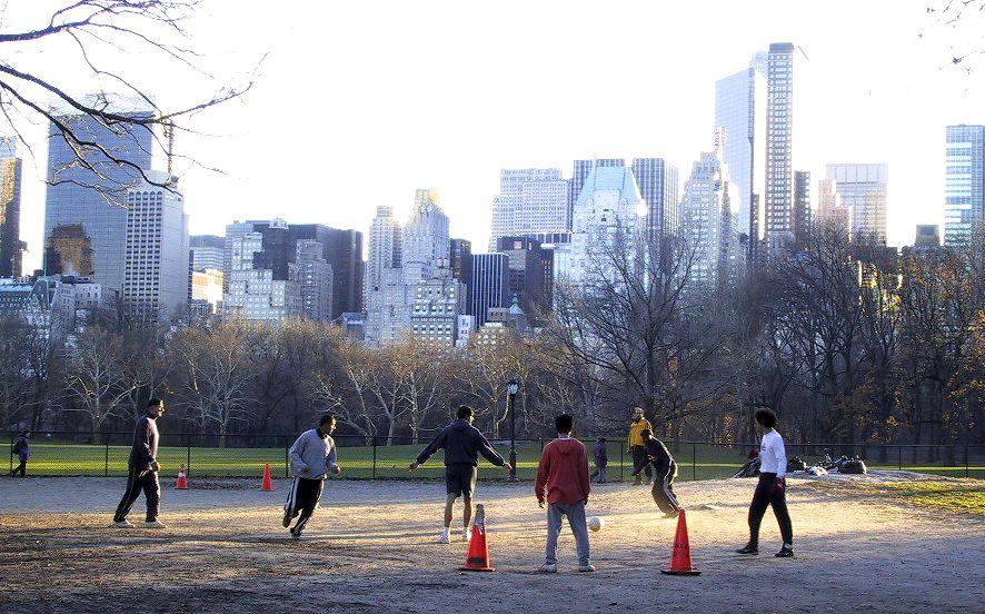 http://www.neth.de/Pics/NYC2001b/scenes+houses/NY_CentralPark_Soccer.jpg